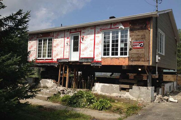 Redressement et mise à niveau de maison et bâtiment sur la Rive-Nord - Levage de maison Robert Desjardins, située à Mirabel